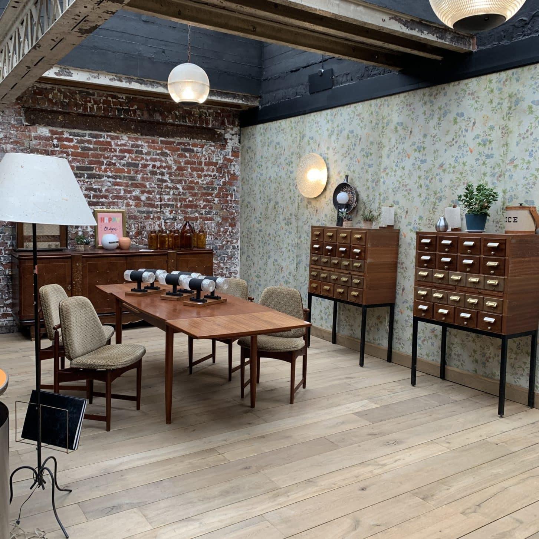 Salle à manger vintage showroom