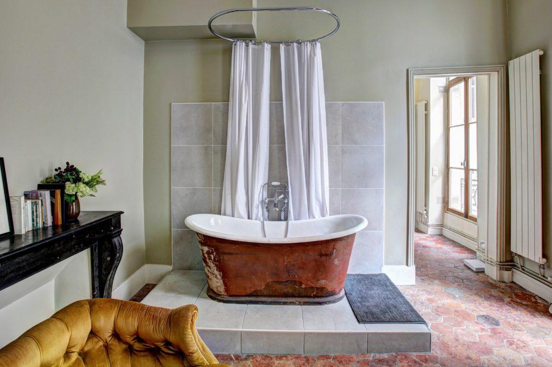 décoration baignoire ancienne