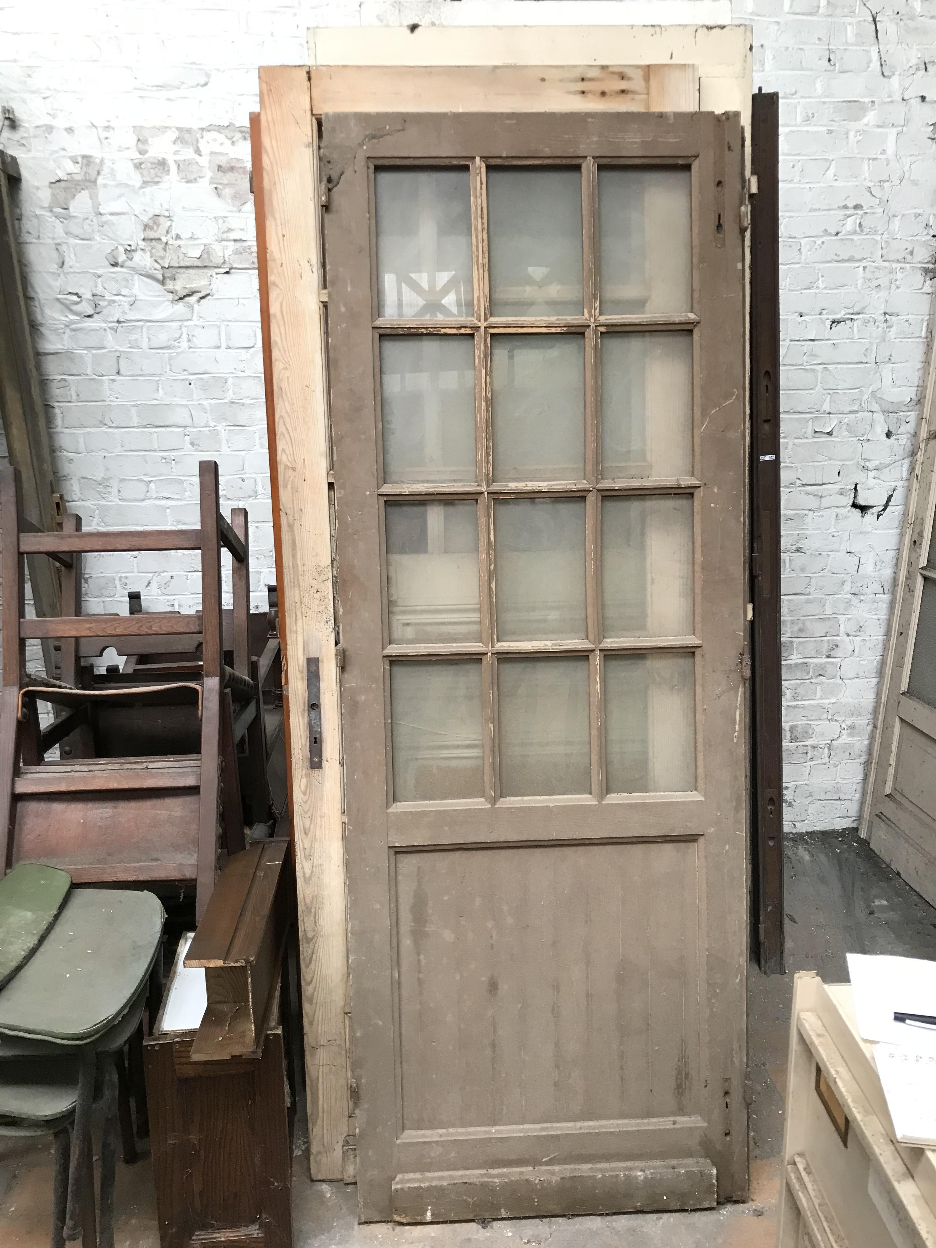 Vieille Porte En Bois Ancienne porte ancienne en bois vitrée