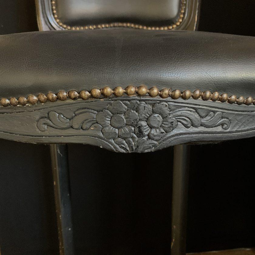 Chaise haute baroque zoom details1