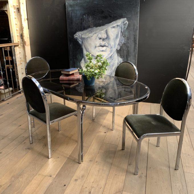 Ensemble table en verre et chaises chromés