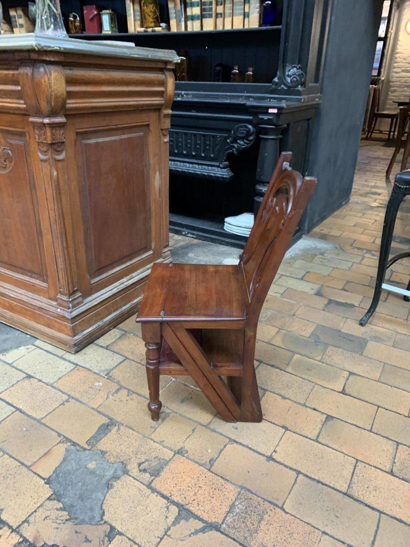 Chaise escabeau pliée