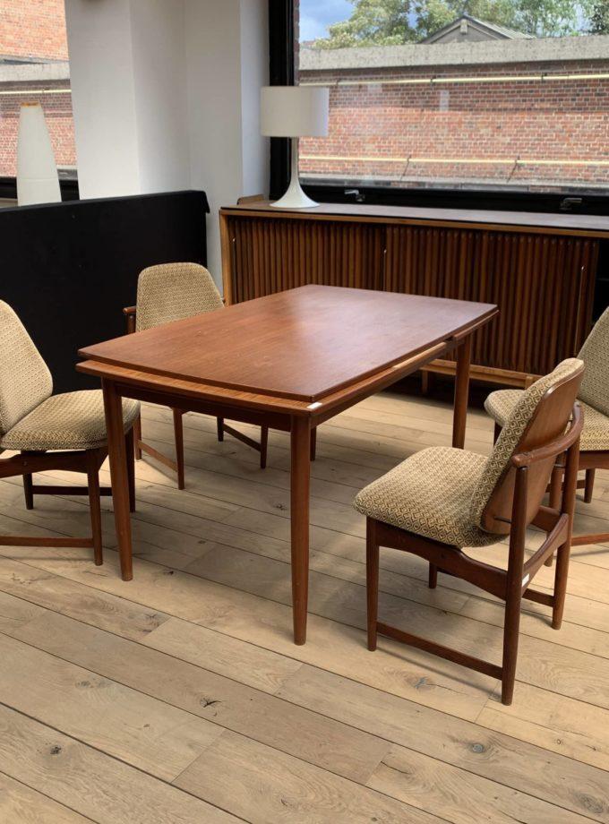 Chaises et table scandinave anciennes années 70