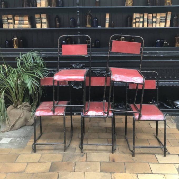 chaise haute metallique rouge