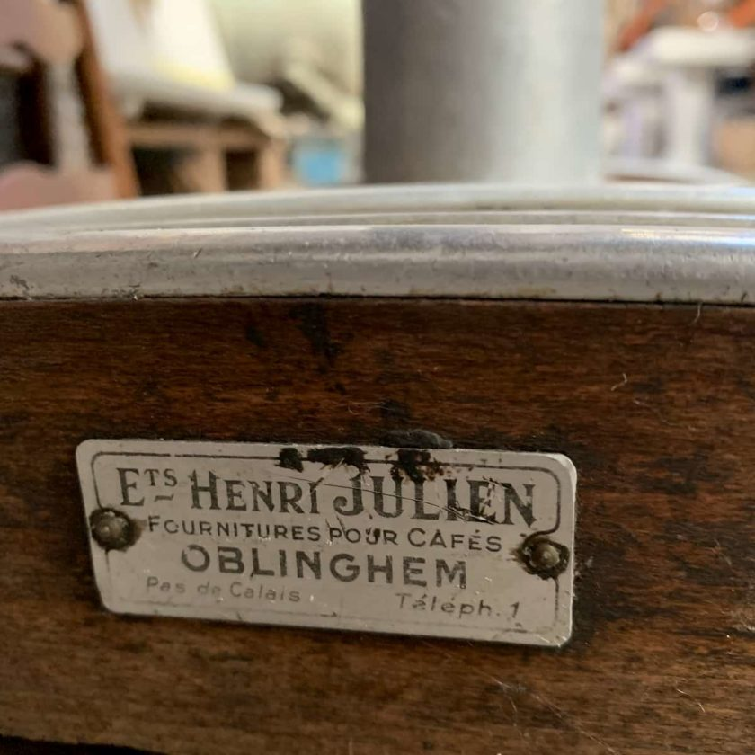 Henri Julien signature table bistrot