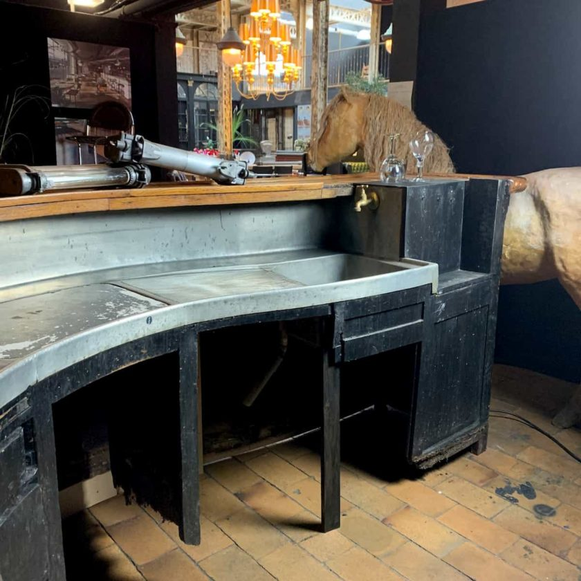 bar ancien acajou