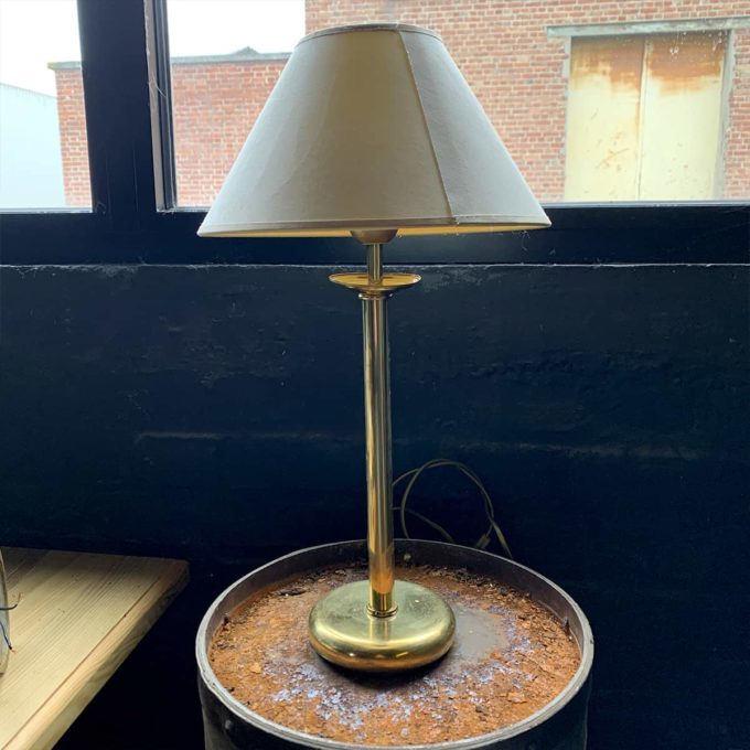 Brass lamp from the bank of France, 61x45cm.