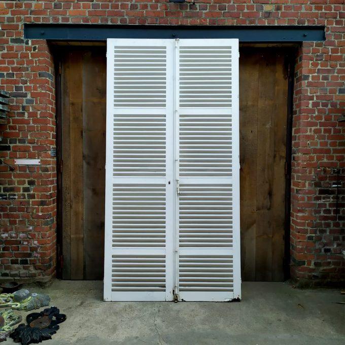 Double white shutters, 153.5 * 300cm.